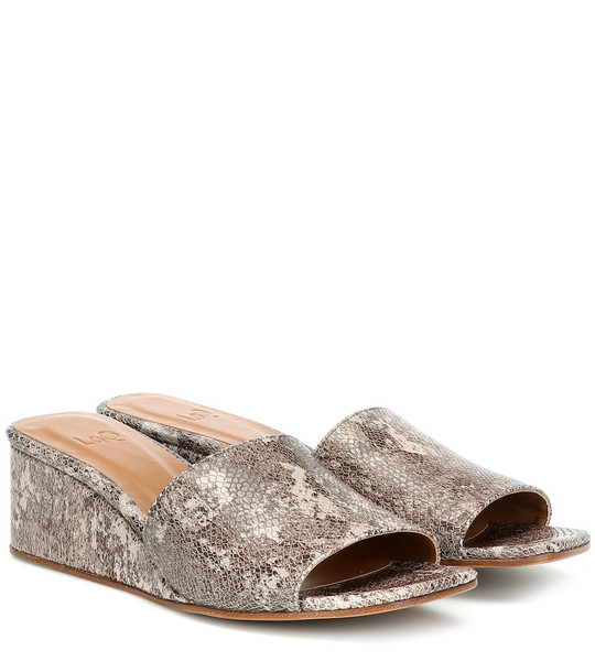 LOQ Sol snake-effect leather sandals in brown
