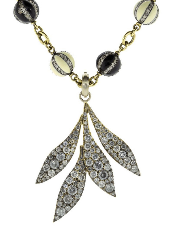 Sylva & Cie 18kt white gold diamond Leaf pendant