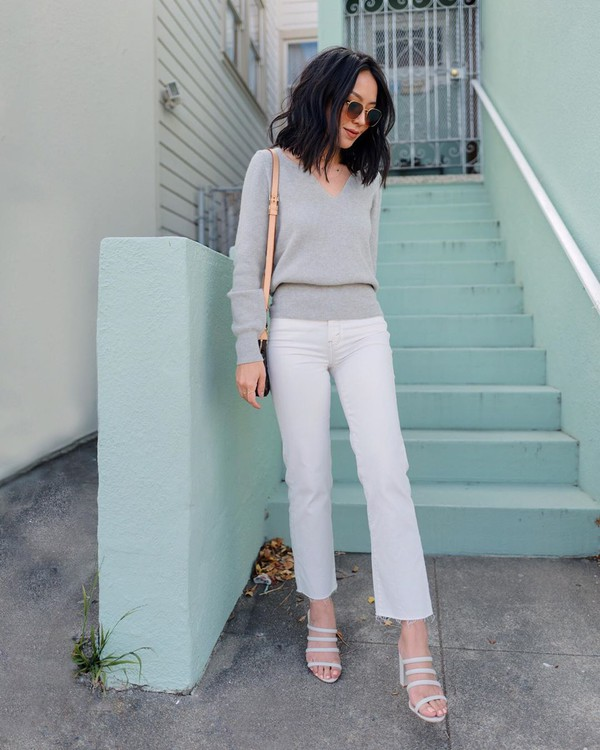 sweater grey sweater white jeans flare jeans cropped jeans white sandals bag