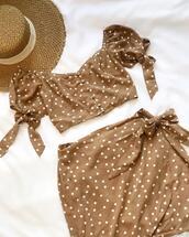 skirt,hat,top