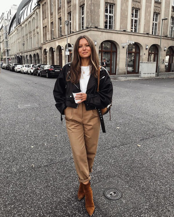 pants high waisted pants pleated ankle boots brown leather boots suede boots black leather jacket white t-shirt bag