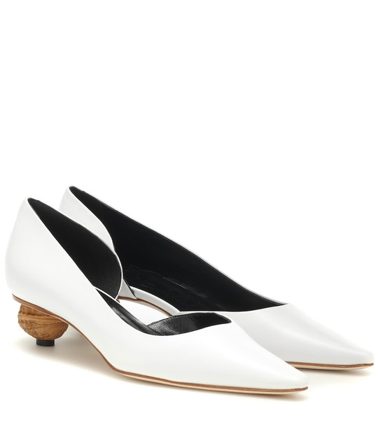 Loewe Leather pumps in white