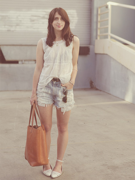 lady a la mode top shorts shoes bag jewels sunglasses belt