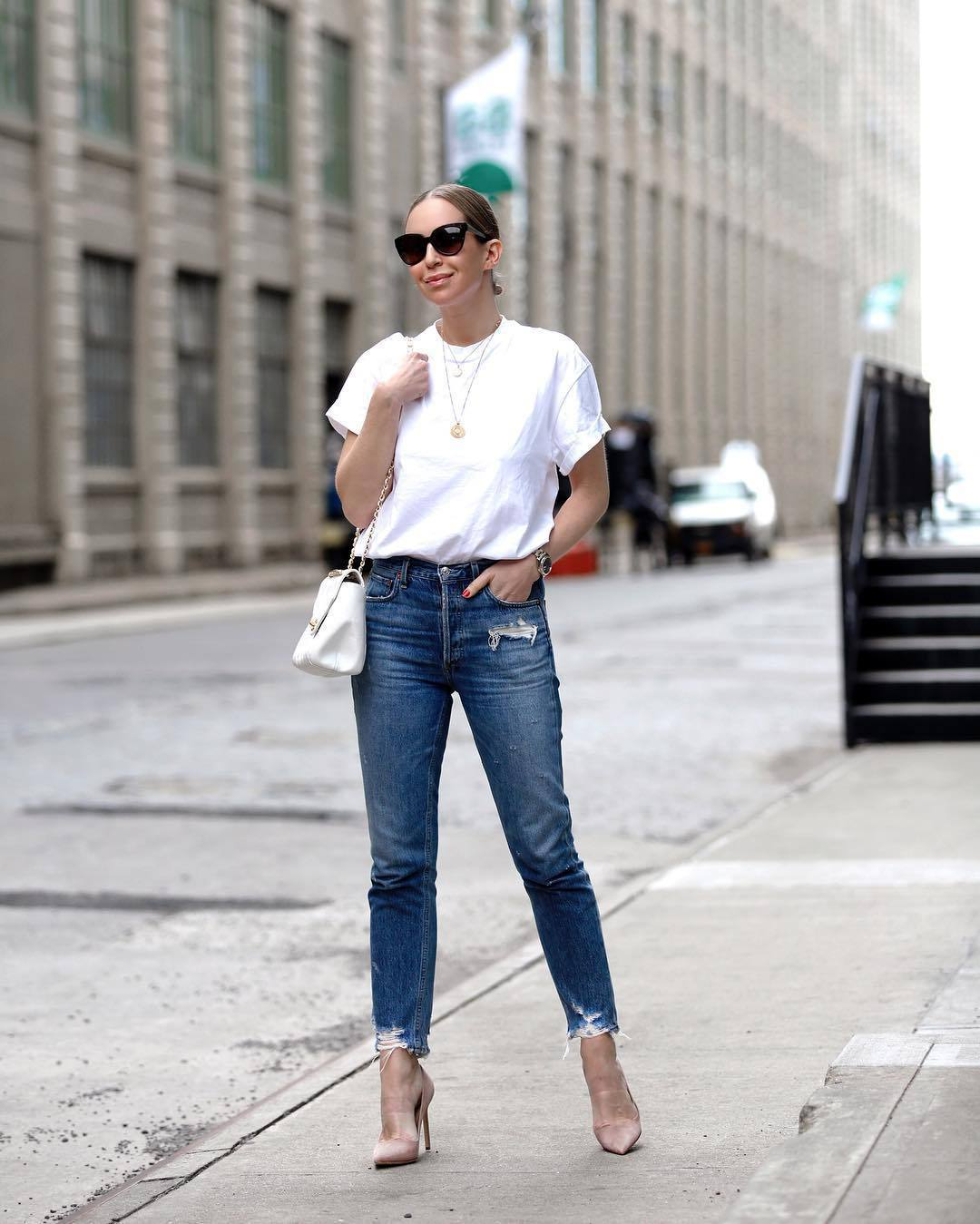 jeans high waisted jeans cropped jeans ripped jeans pumps white t-shirt white bag casual streetwear