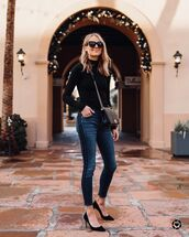 jeans,skinny jeans,black shoes,pumps,black turtleneck top,crossbody bag,black bag,fashionjackson,blogger,top,shoes,bag,sunglasses