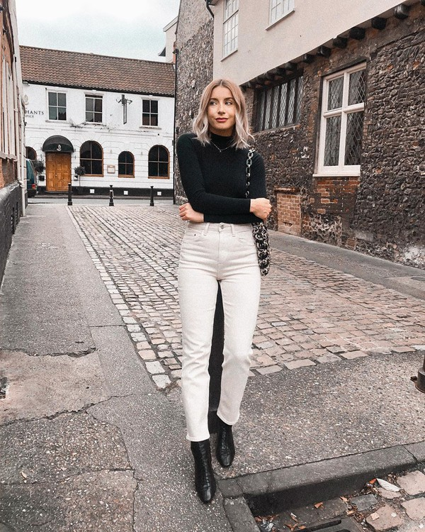 jeans white jeans high waisted jeans ankle boots black boots black turtleneck top bag