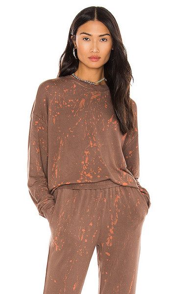 KENDALL + KYLIE KENDALL + KYLIE Mineral Wash Sweatshirt in Brown in chocolate