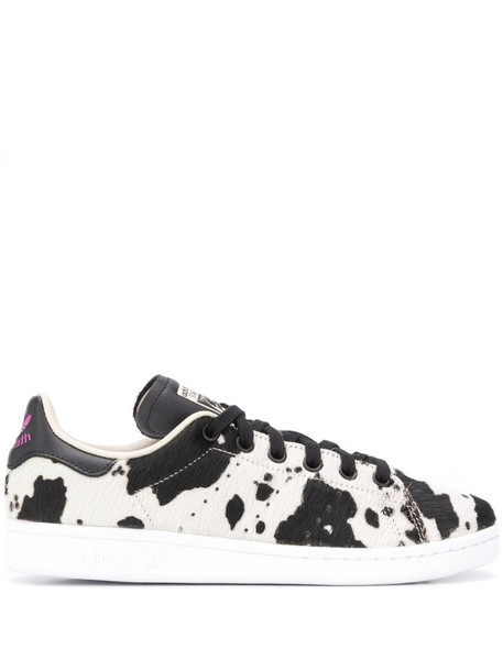 adidas Stan Smith low top sneakers in black