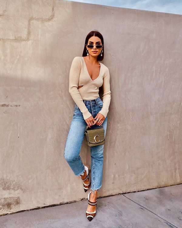 top sweater high waisted jeans pumps bag
