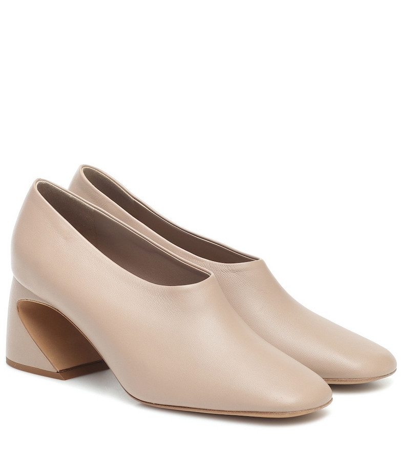 COLOVOS Leather pumps in beige