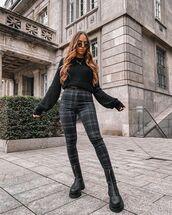 sweater,black sweater,skinny pants,plaid,black boots