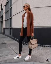shoes,sneakers,black leggings,grey top,cardigan,bag,casual,streetstyle