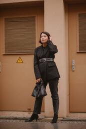sophie van daniels,fashion & lifestyle blog with an addiction to interiør design,blogger,jeans,jacket,t-shirt,bag,shoes,belt