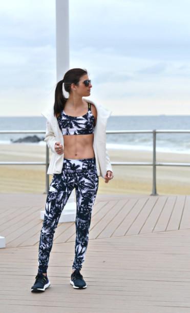 to be bright blogger sportswear sports bra sports shoes sports pants leggings workout workout leggings white jacket black sneakers