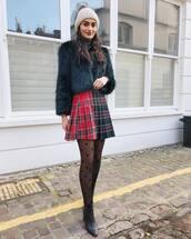 skirt,kilt skirt,black boots,heel boots,tights,faux fur jacket,turtleneck,beanie