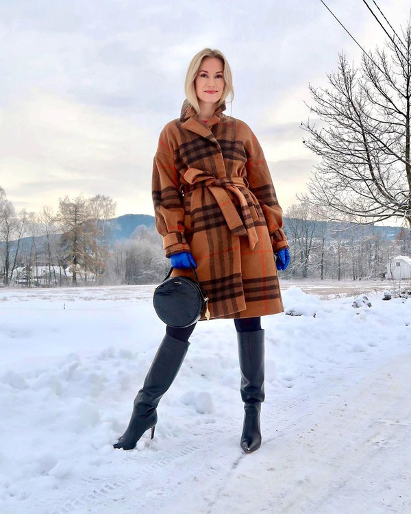 coat long coat plaid knee high boots black boots tights gloves round bag black bag