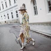 skirt,midi skirt,high waisted skirt,ankle boots,white boots,snake print,pvc,shoulder bag,floral shirt,hat