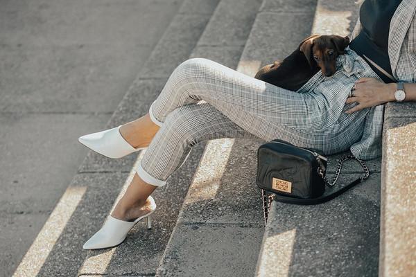 mi aventura con la moda blogger jacket pants sunglasses shoes grey pants suit spring outfits white heels