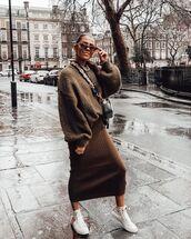 sweater,oversized sweater,midi skirt,knitted skirt,sneakers,crossbody bag