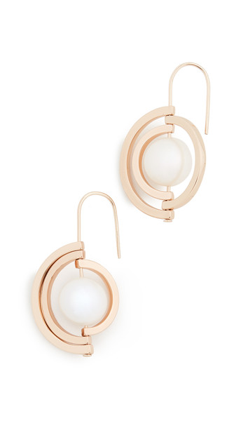 Tory Burch Spinning Pearl Earrings in gold