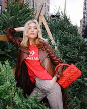 top,elsa hosk,red,t-shirt,model off-duty,fall outfits