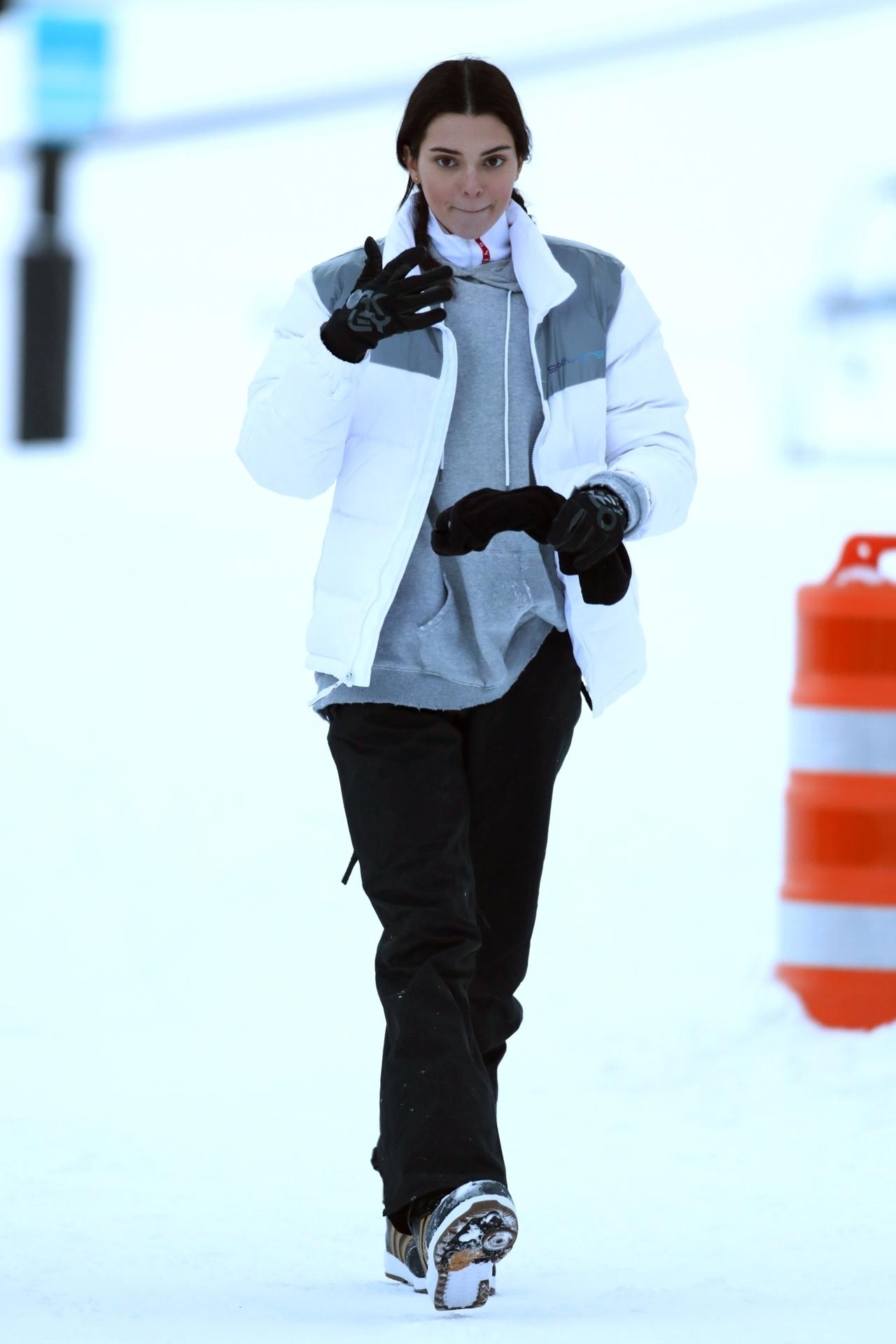 sweater kendall jenner kardashians pants celebrity jacket winter jacket