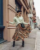 skirt,midi skirt,high waisted skirt,snake print,ankle boots,black boots,turtleneck sweater,black bag,bucket bag,beret