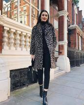 coat,leopard print,black bag,black skinny jeans,black turtleneck top,black boots,ankle boots