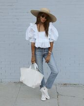 top,white blouse,puffed sleeves,white sneakers,straight jeans,hat