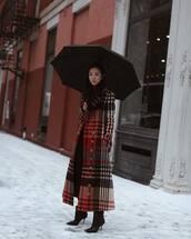 coat,long coat,plaid,black boots,ankle boots,heel boots,black leggings,turtleneck sweater,umbrella