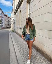 shorts,denim shorts,white sneakers,jacket,t-shirt,bag