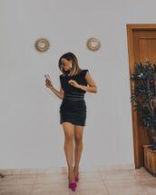 skirt,black skirt,black leather skirt,slingbacks,black t-shirt