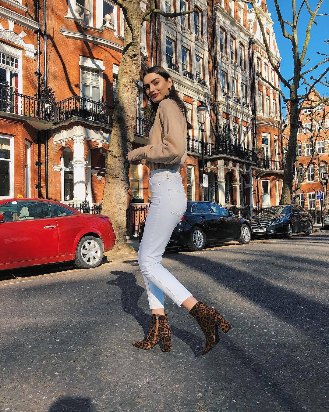 shoes ankle boots leopard print white jeans high waisted jeans skinny jeans knitted sweater