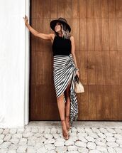 skirt,asymmetrical skirt,striped skirt,sandal heels,black top,bag,hat