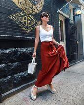 shoes,platform shoes,maxi skirt,high waisted skirt,white bag,white top,tank top