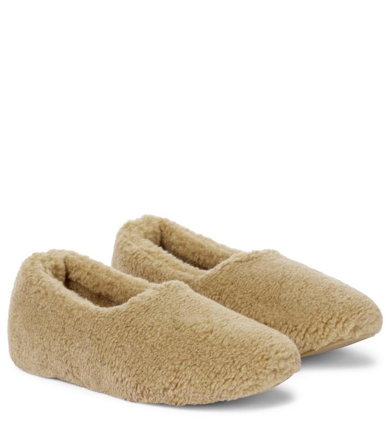 Loro Piana Cashmere slippers in beige