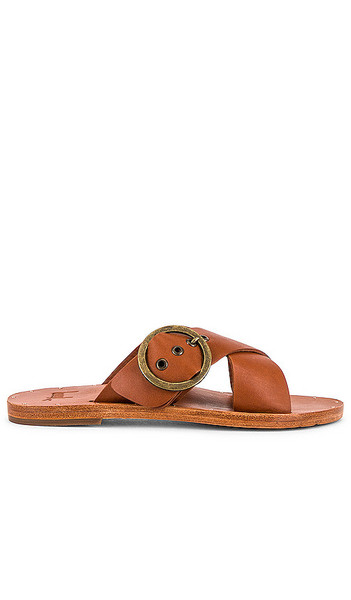 Beek Crow Sandal in Cognac in tan