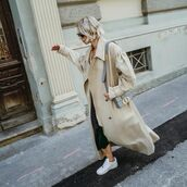 coat,trench coat,oversized coat,white sneakers,black skirt,midi skirt,bag