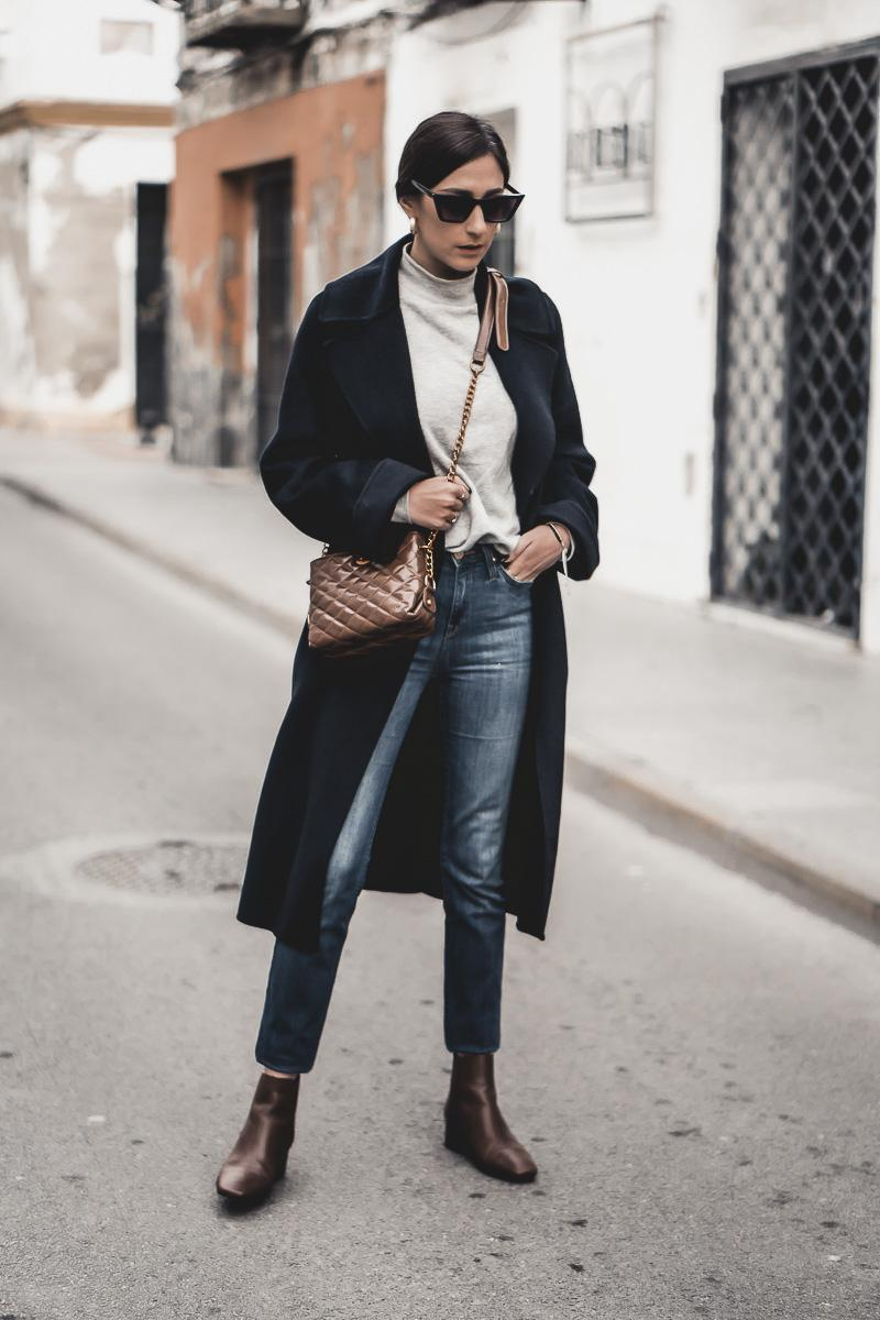 shoes and basics blogger coat sweater jeans bag shoes ankle boots crossbody bag black coat