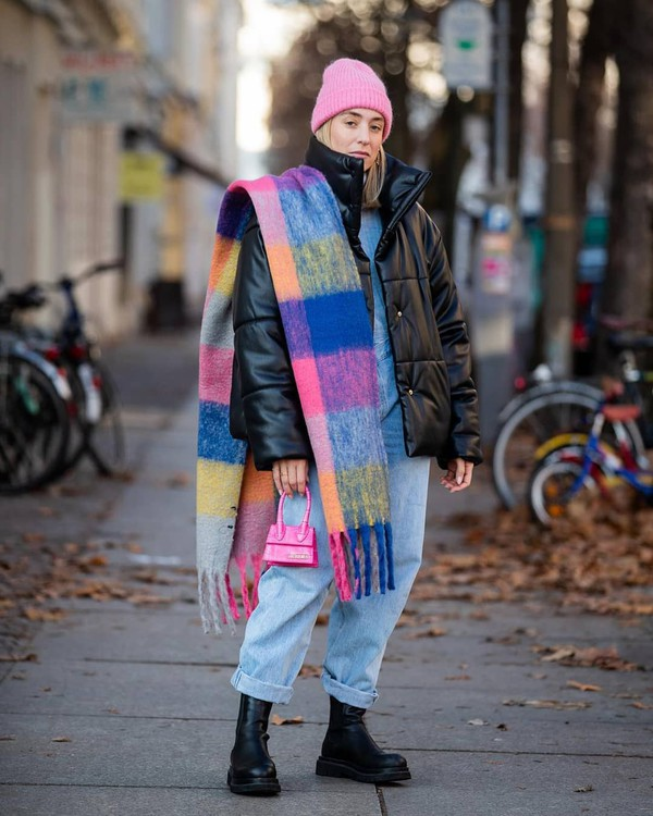 jacket black jacket black boots mom jeans scarf sweater beanie pink bag