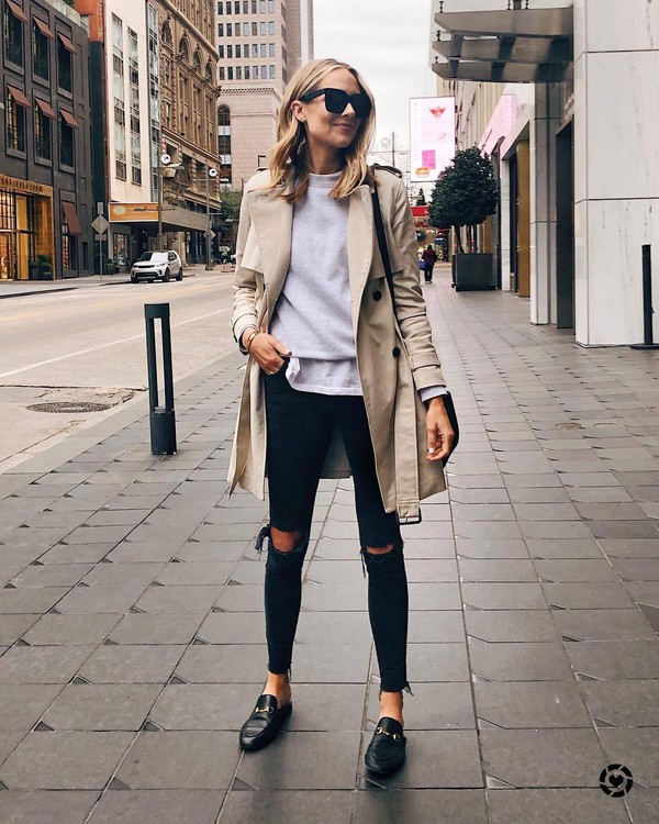 coat trench coat black loafers mules black skinny jeans black ripped jeans sweater white t-shirt black bag