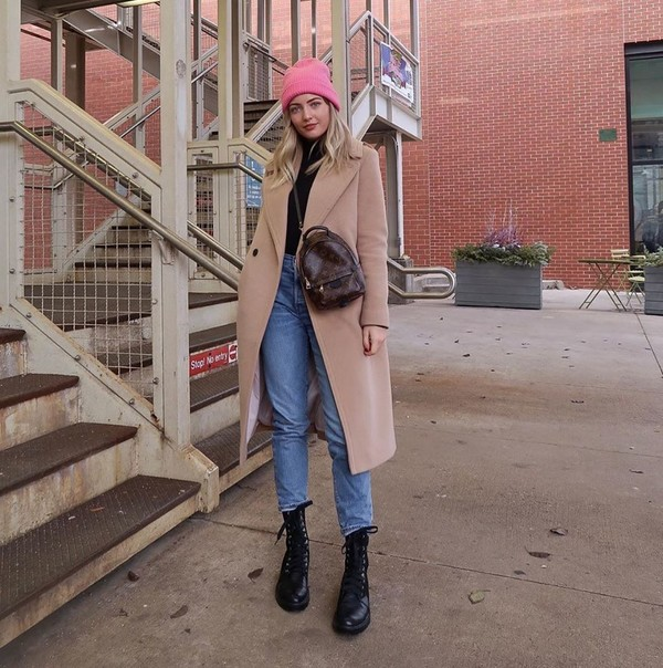shoes black boots high waisted jeans long coat turtleneck beanie backpack