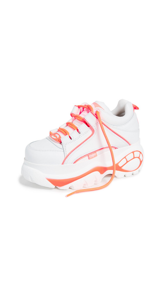 Buffalo London Classic Kicks Sneakers in pink / white