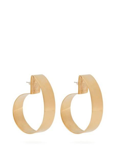 Fay Andrada - Liike Curved Brass Earrings - Womens - Gold
