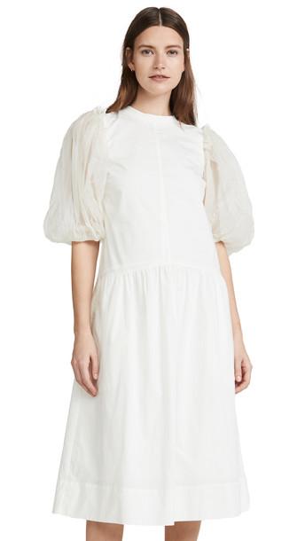 Sea Olive Dress in white