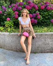 shorts,High waisted shorts,leopard print,flat sandals,white top,crop tops