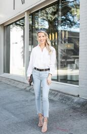 krystal schlegel,blogger,shoes,jeans,belt,white shirt,sandals,spring outfits