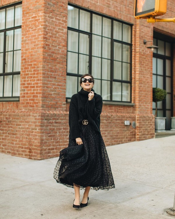 skirt maxi skirt tulle skirt polka dots black skirt pumps turtleneck sweater black sweater gucci belt