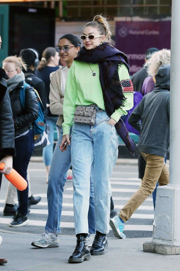 sweater model off-duty casual streetstyle