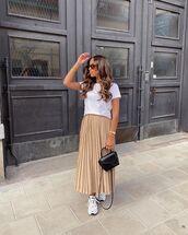 skirt,pleated skirt,midi skirt,zara,sneakers,white t-shirt,black bag